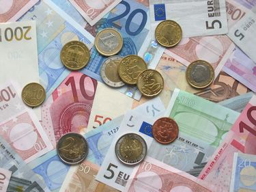tn_euro-coins-and-banknotes